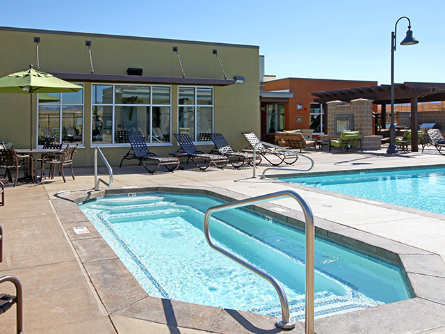Pool in Crossing at Daybreak apartments